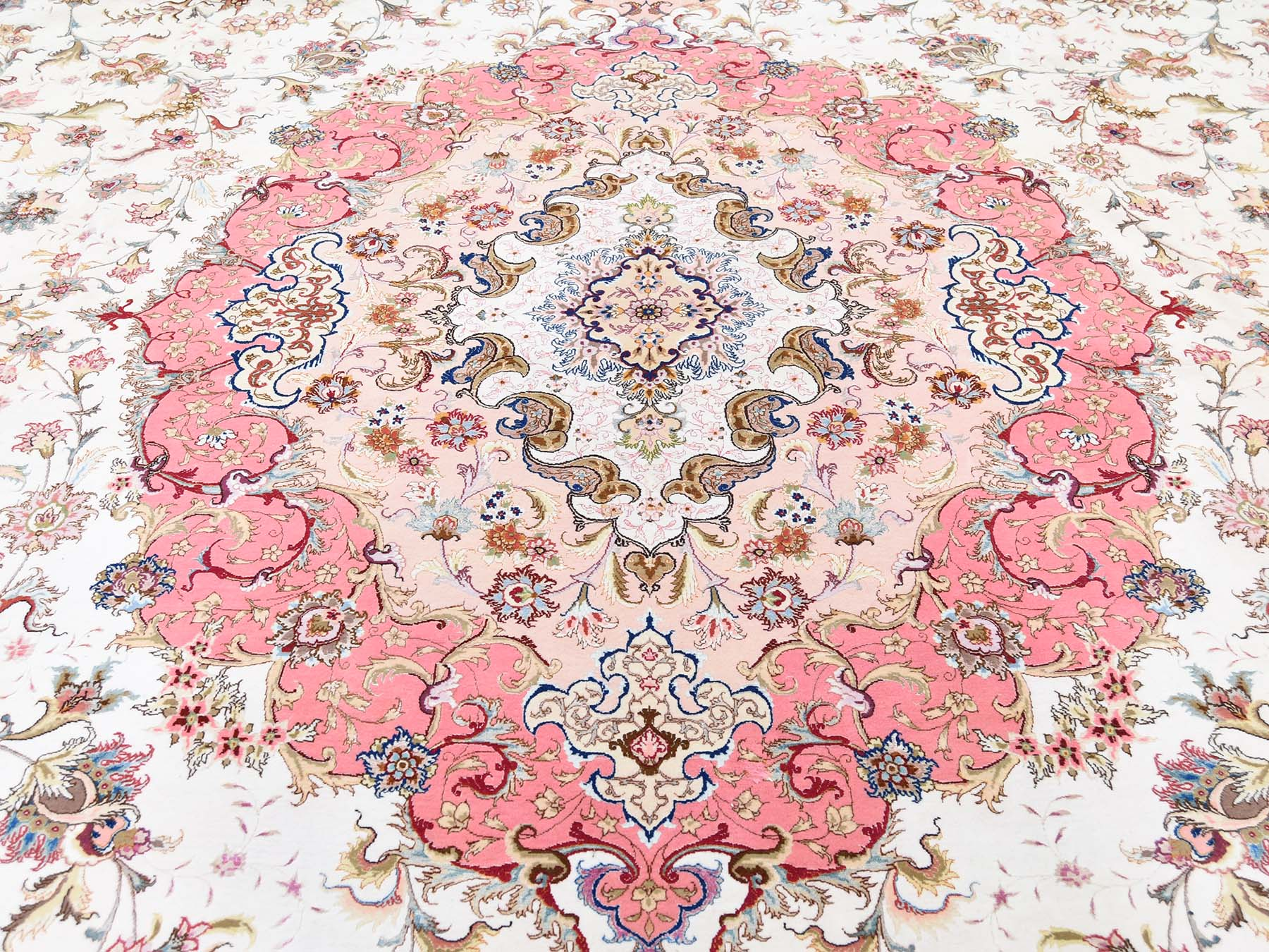 Shah exquisite detail of 400 kpsi 13'x20' Persian Tabriz Wool And Silk Hand-Knotted